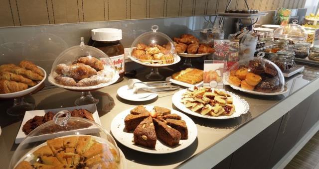 Best Western Premier CHC Airport offers a Hight quality breakfast service !
